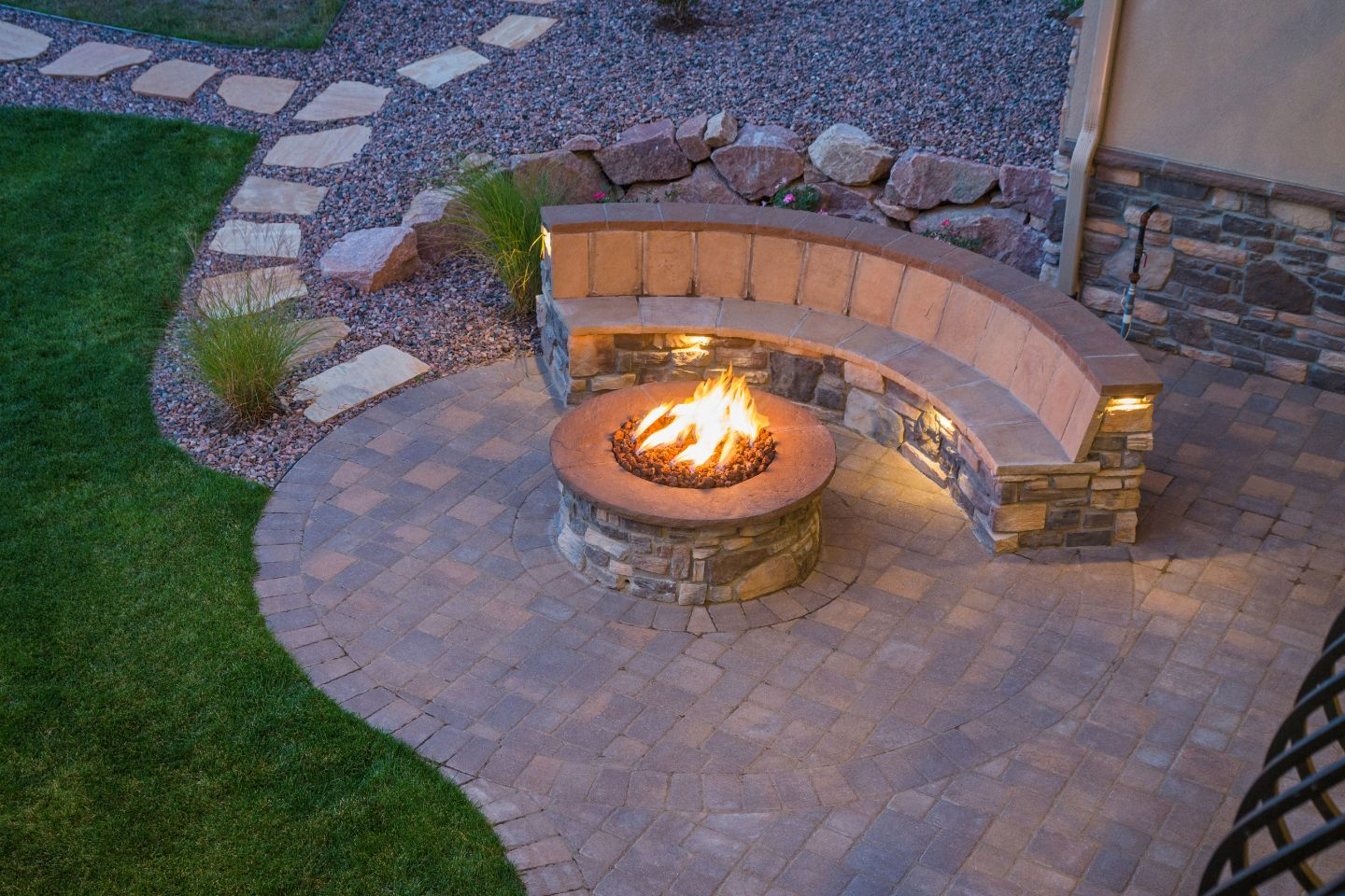 Fire Pits & Outdoor Fireplaces